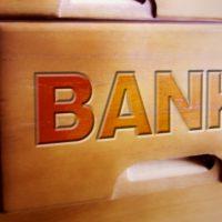 17時、16時まで窓口延長する銀行も。 15時閉店は、もう当たり前ではない?