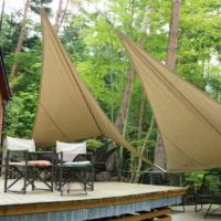 大型テントやバンガローで優雅に過ごすグランピング(画像はイメージ)