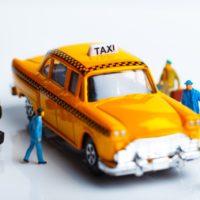 「相乗り型タクシー」全国で解禁へ──政府が進める交通サービス改革の今後は?