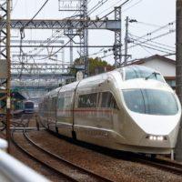 数百円追加で「痛勤」回避!鉄道各社が続々導入する《有料着席サービス》が大人気!